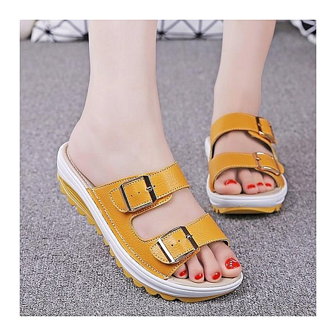 Fashion SOCOFY Fashion femmes Big Taille Soft Leather Buckle Peep Toe Slippers Slip On Beach Platform Sandals-EU à prix pas cher