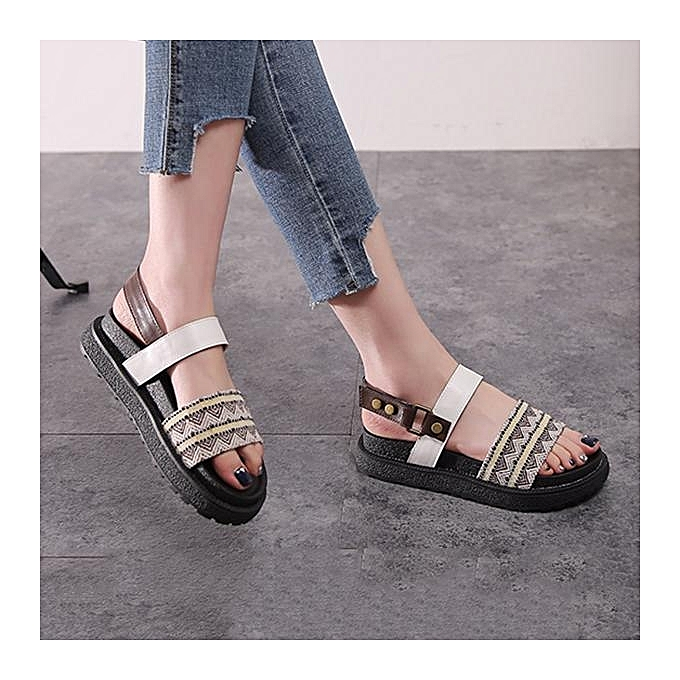 Fashion Fashion femmes Large Taille Pattern Hook Loop Button Open Toe Pu Leather Flat Sandals à prix pas cher