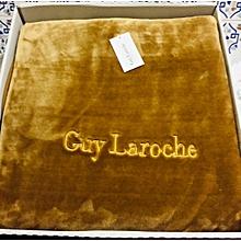 Ensembles De Literie Collections Guy Laroche A Prix Pas Cher