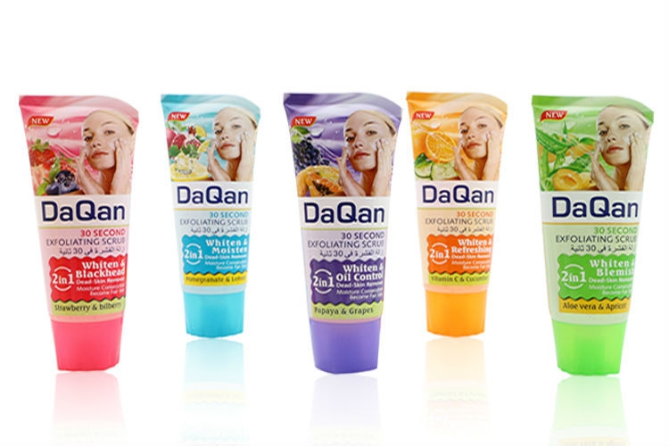 Les meilleurs gommages exfoliants pour la peau morte pour l'élimination du gel nettoyant