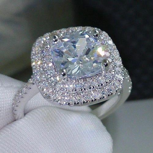 Anneau bijoux pour femme blanc brillant avec pierre en zircon.